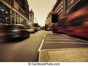 Úžasný obraz, který představuje městskou dopravu