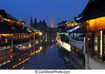 Čína staví noční scénu