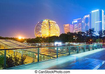 Čínská restaurace, mrakodrapy, noční krajina.