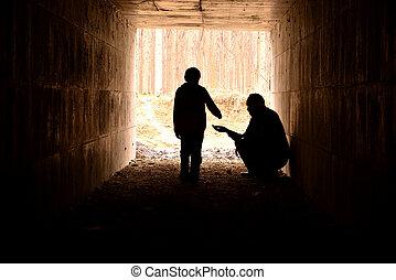 Čekal jsem v tunelu, žebrák, který pomáhal