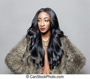 Černá krása s elegantními vlasy