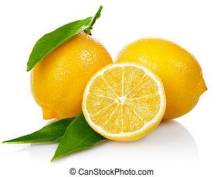 Čerstvé citróny se zelenými listy