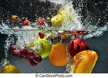 Čerstvý ovocný ve vodě