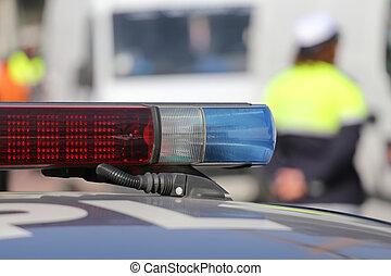 Červené a modré sirénní policejní auto během zátarasu