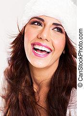 Šťastná mladá žena se směje