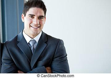 Šťastný mladý podnikatelský portrét