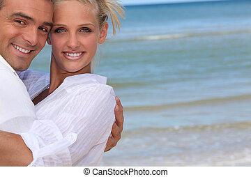 Šťastný pár na pláži