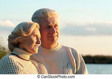 Šťastný starý pár