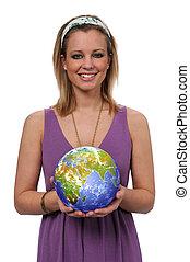 Žena drží zemi