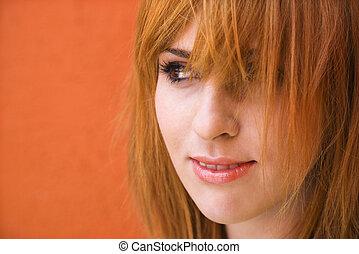 Žena s křivým výrazem