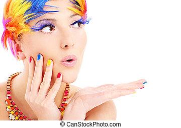 Ženská tvář a barevné vlasy