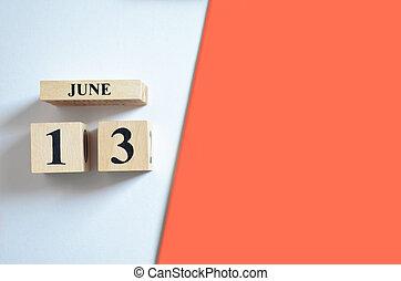 13. června, prázdný bílý, červený.