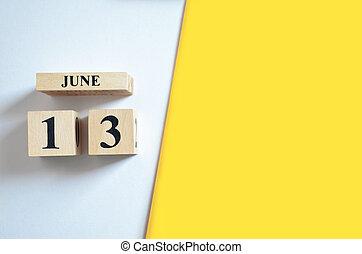 13. června, prázdný bílý, žlutý.