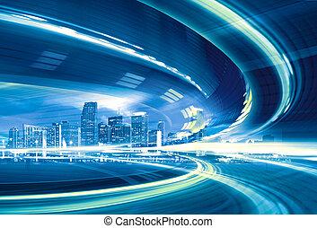 Abstraktní ilustrace městské silnice, která jede do moderního města, rychlost s barevným světlem.