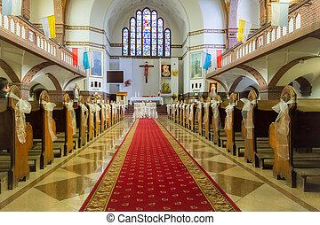 Altar v kostele před svatbou