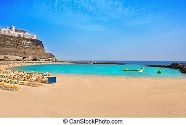 Amadoresská pláž v kanárii