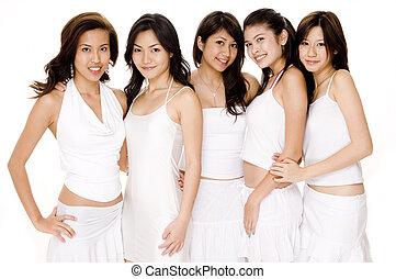 Asiatky v bílém