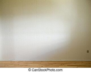Bílá zeď s dřevěným dnem a denním světlem
