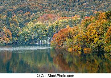 Barvy a vodopády v národním parku