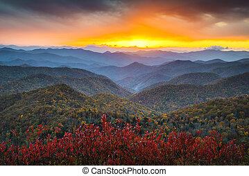 Blue ridge Parkway, podzimní alachianské hory, západně západně západně, západně od západně od západu slunce