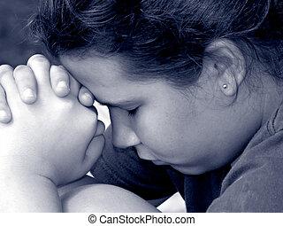 Dívka v modlitbě