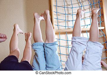 Děti si hrají doma