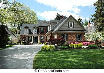 Dům s černými okenicemi