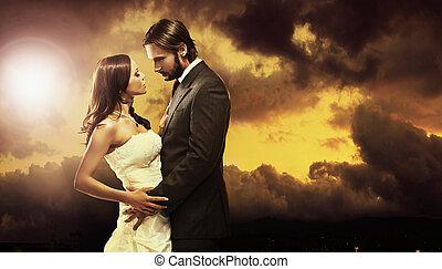 Dobrá fotka atraktivního svatebního páru