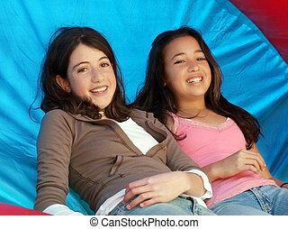 Dvě šťastné dívky