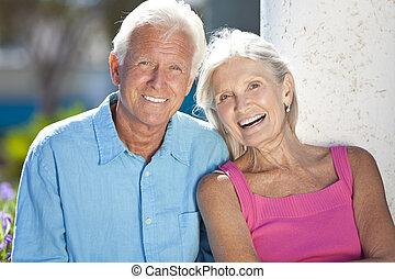 dvojice, štěstí, mimo, starší, úsměv zdařilý