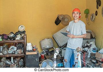 elektronický, asijský, končiny, usmíva se, čas, kamera, jeho, opravář, tabulka pc, dokola, pouití, elektronika