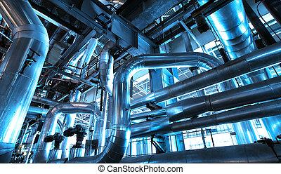 Equipment, kabely a štěpy, které se nacházejí v průmyslové elektrárně