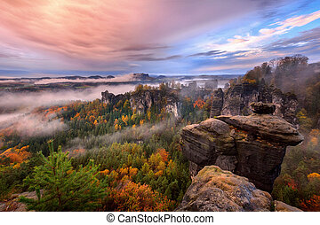 Foggy Sun v saxofonském sídském údolí, bastey, výhled z bastei.