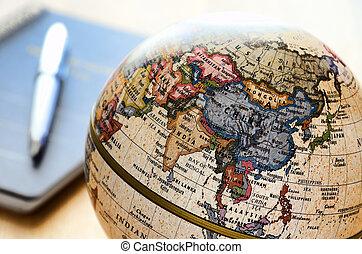 Globe East Asia (ballový pero a sešit).