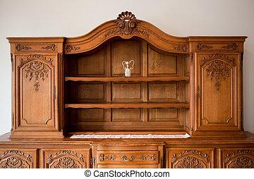 Hlídačkový nábytek v knihovně