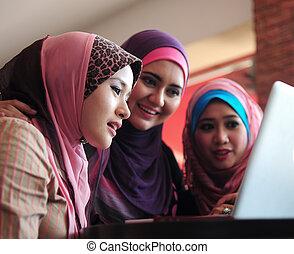 hlavička, manželka, počítač na klín, muslim, mládě, pouití, výčep, průvodce, šátek