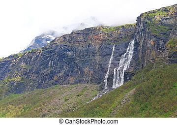 Hory s vodopády