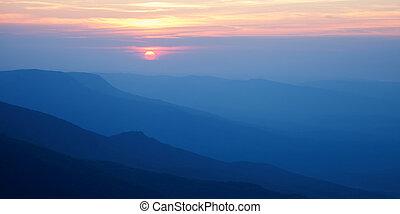 hory, silhouettes, západ slunce