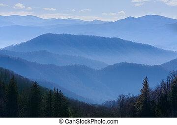 hory, zakouřený