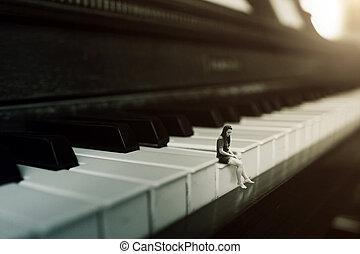 Hraju na klavír sám