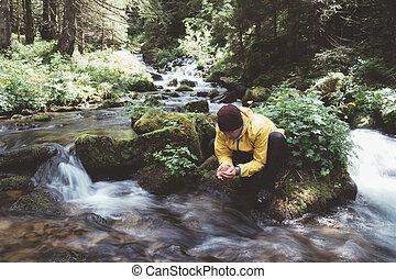 hromada čeho potok, čistý, napití zředit vodou, voják