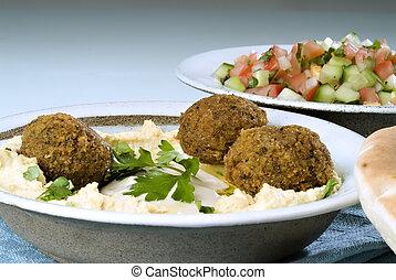 Hummus falafel a arabský salát