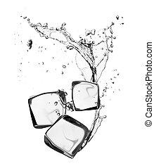 Ice kostky s vodou, izolované na bílém pozadí
