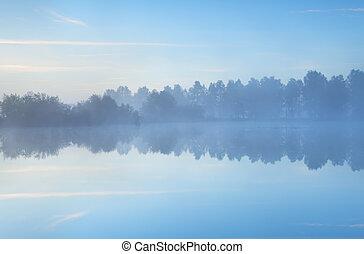 Jezero je ráno