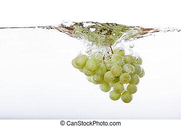 kaluž, zrnko vína