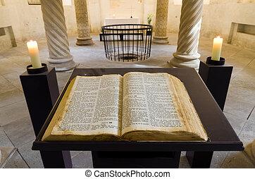 kniha, svatý