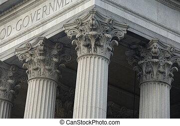 Korintské sloupky o vládní budově