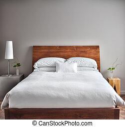 Krásná čistá a moderní ložnice