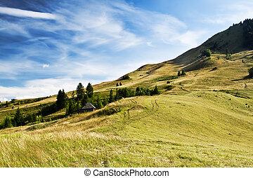 Krásná krajina. Dramatické nebe a kopce