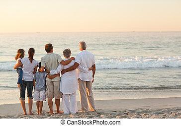 Krásná rodina na pláži